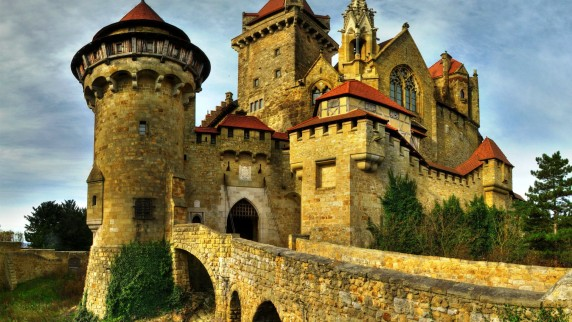 Kreuzenstein-Castle-Amazing-572x322